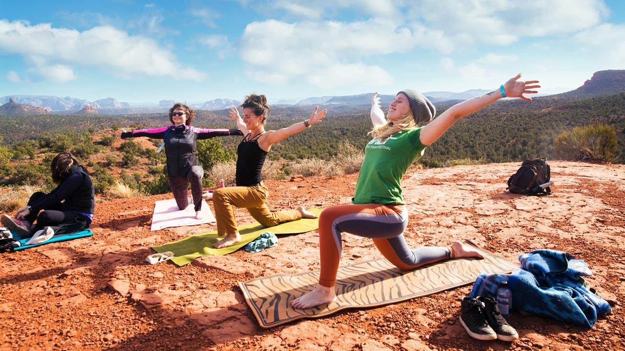 Sunrise Yoga Sedona Az Rise And Shine Outdoor Yoga On The Vortex